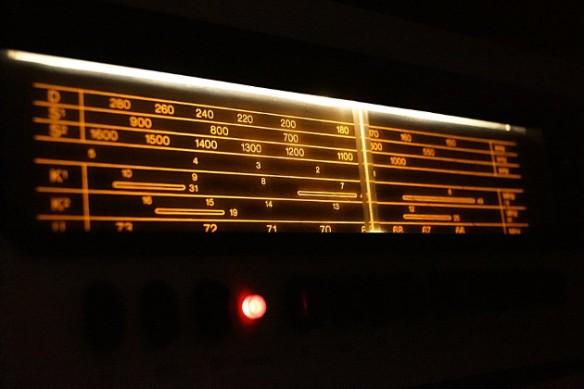 """Old radio por Ivellios1988 en Deviantart.com. Licencia Creative Commons Attribution-Noncommercial-Share Alike 3.0 License. Cuento de ciencia ficción: """"Así lo escuché en la radio"""" por Iván Medina Castro"""