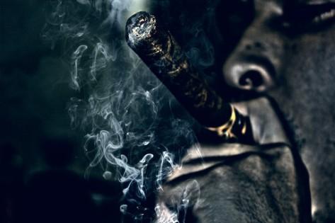 """""""Cigar"""" por AmarIbra en Deviantart.com. Licencia Creative Commons Attribution-Noncommercial-No Derivative Works 3.0"""