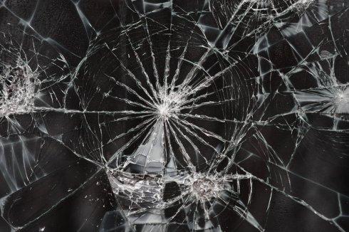 """Cracked Glass Texture I"" por EverythingIsInStock en Deviantart.com. Licencia Creative Commons 4.0"